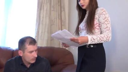 Госпожа унижает и наказывает своего раба