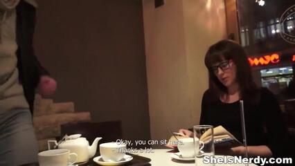 Пикапер в кафе познакомился со строгой телочкой и поимел ее