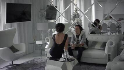 Симпатичная брюнетка итальянка трахается в писю с молодым любовником