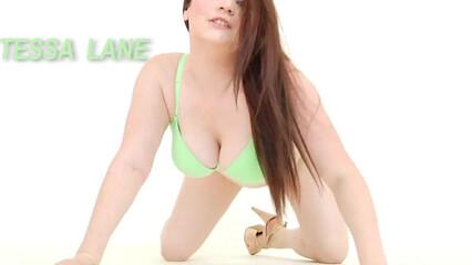 Горячий секс с сисястой девицей с глубоким проникновением в киску