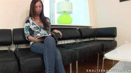 Девочка пришла на массаж и была выебана