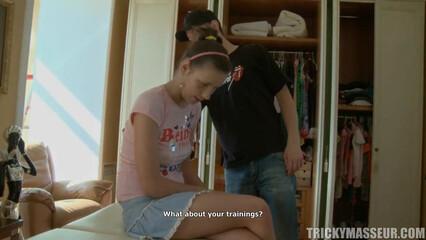 Русская девочка после приятного массажа не смогла отказать в сексе
